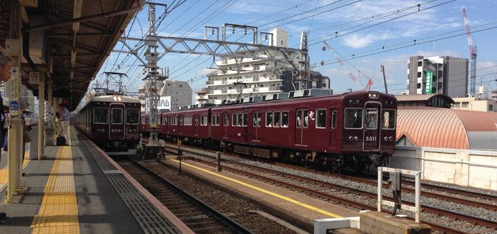 京都線の中津駅付近