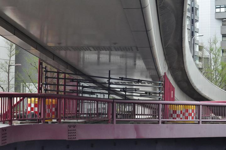 梅新東歩道橋