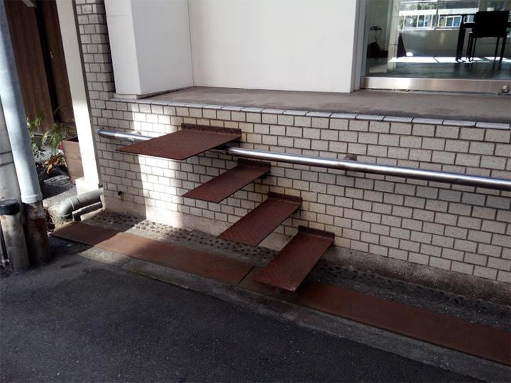 狩野喜ビルの階段