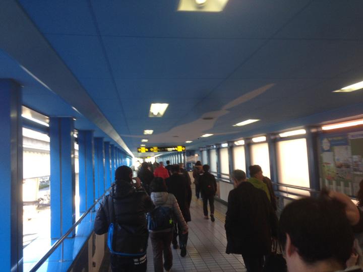 大阪港駅。人が多い!